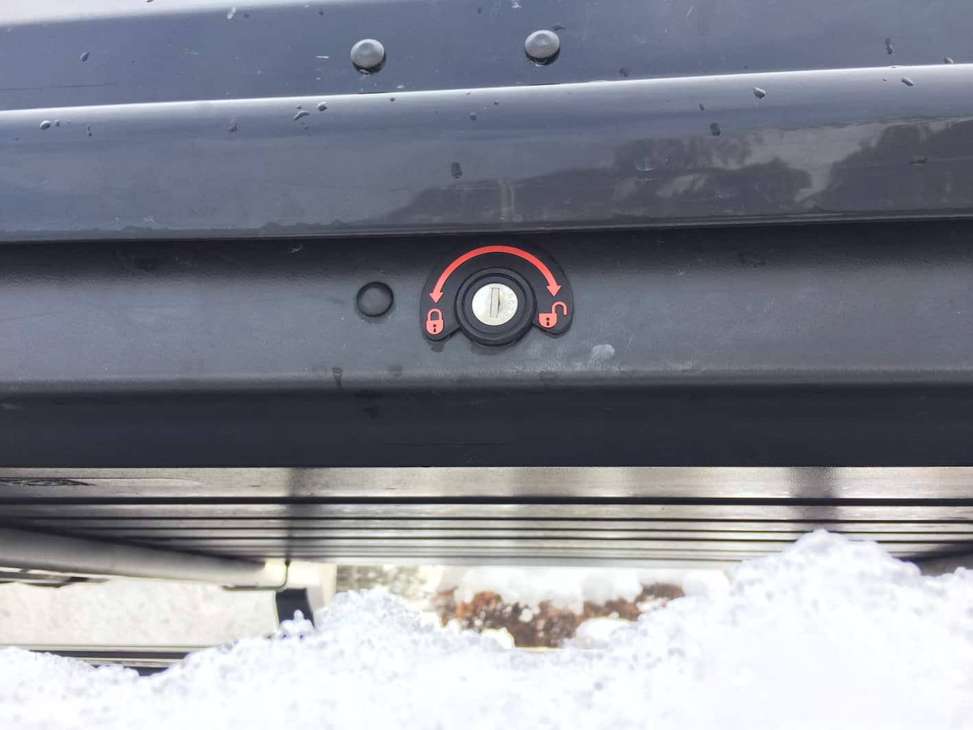 locking system on roof box