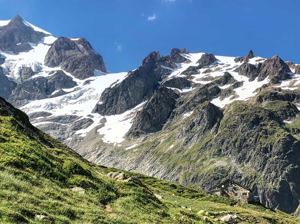 tour du mont blanc refuges