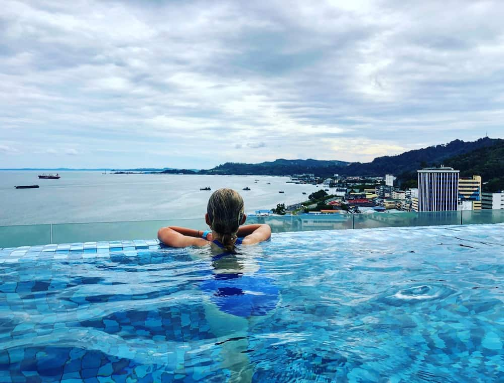 4 point hotel sandakan infinity pool