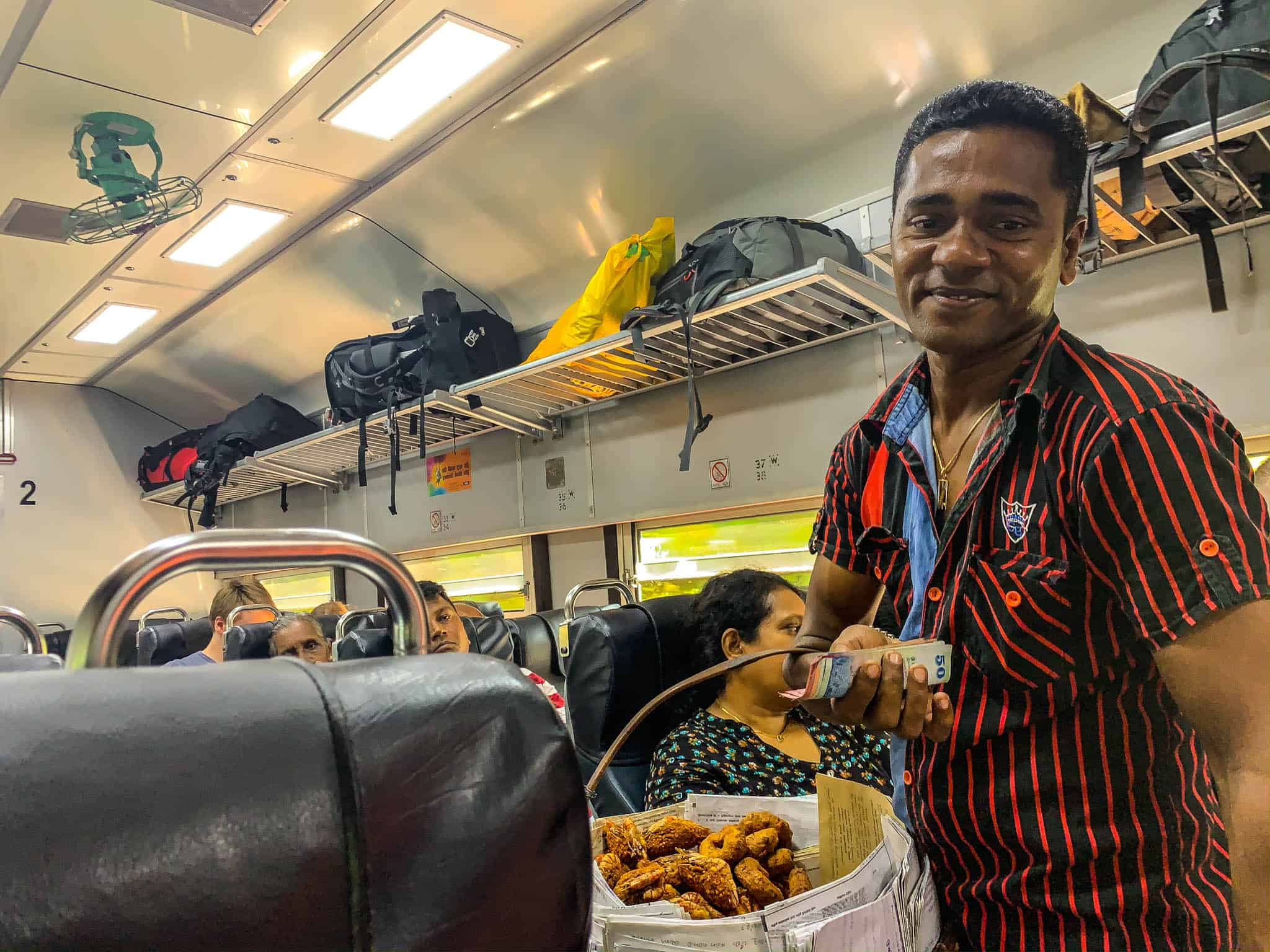 snack vendor Sri Lanka trains